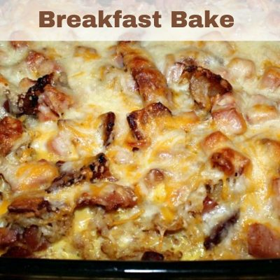 This easy Homemade Potato Breakfast Bake is the perfect filling breakfast! Homemade hashbrowns with a lot of meat, eggs, and cheese is perfect for it.